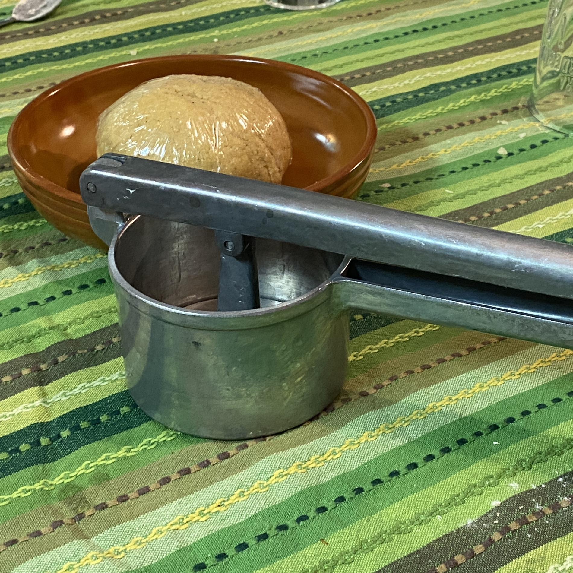 attrezzo da cucina schiacciapatate